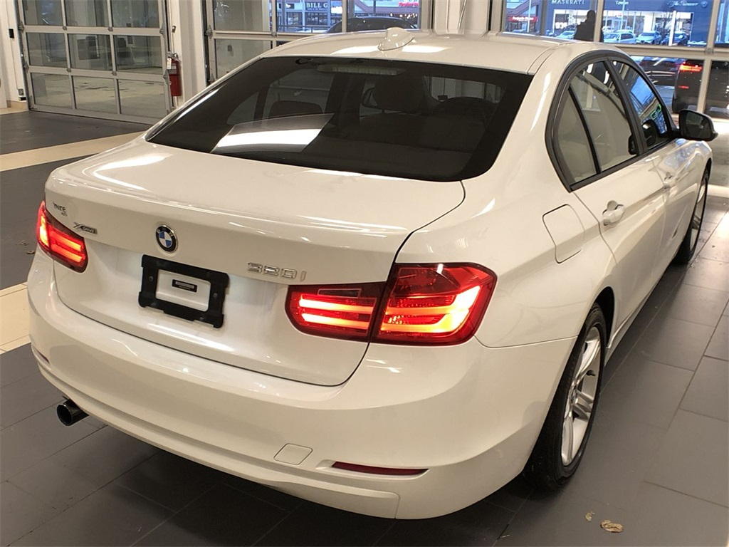 Pre-Owned 2013 BMW 3 Series 320i xDrive